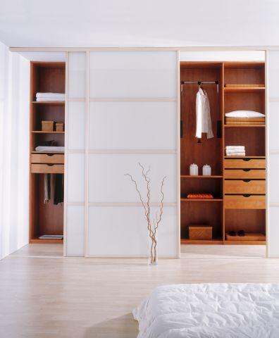 une histoire de portes plurielle. Black Bedroom Furniture Sets. Home Design Ideas
